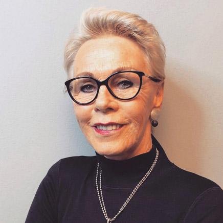 Monika Zehetmair - Zweithaarexpertin im Haarcenter Hess